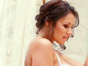 Candace Leilani No Sensual Babe - PlayboyPlus, Cybergirl Candace Leilani Atinge Novos Níveis De Sensualidade Neste Vídeo Da Produtora Holly Randall. De Cabelo Castanho, Olhos Castanhos E Deliciosamente Curvado, Candace Não Tem Problemas Em Se Exibir, E El Porn