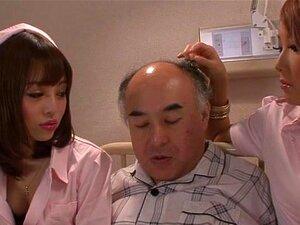 Enfermeiras Asiáticas Têm Uma Trindade Com Um Antigo Paciente Porn