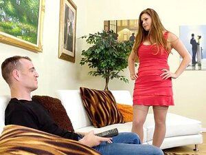 Madrasta Grossa Allison Moore. Chad Está Tentando Assistir O Jogo Quando Sua Madrasta Megera, Allison Moore Começa A Teimar Nele. Porn