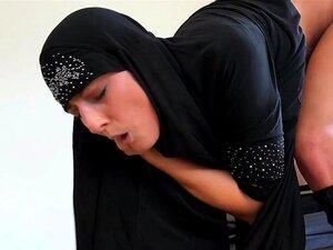 Mamalhuda árabe No Hijab Fodeu Lá Fora Porn