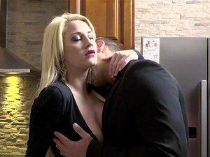 Dona De Casa Excitada Sienna Day Fode Dois Homens Na Cozinha Porn