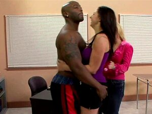 Atleta Gianna Michaels Fica Fodido Em Ménage à Trois Porn