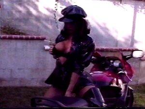 Ela Se Sinta Bem De Vibrações De Moto E Foda Porn
