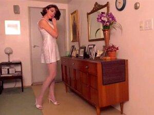 Mulheres Magricelas Sexy De Cetim Branco. Strip Branco De Cetim Mulheres Magras Sexy Porn