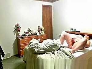 A Mãe A Masturbar-se E Ter Um Grande Orgasmo, Montar Uma Câmara Escondida E Gravar A Minha Mãe A Masturbar A Rata Totalmente Exposta. Porn