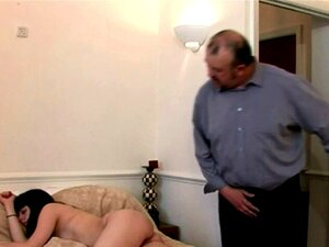 Duas Mulheres Excitadas Batem Punhetas Ao Velhote Enquanto Ele Espiava O Seu Amigo Bêbado Nu. Se Você Gosta De CFNM Vídeos Pornográficos, Então Este é O Melhor Lá Fora, Duas Quente E Sexy Ladies Masturbar O Cara Velho Que Estava Animado Para Ver Uma Pelad Porn