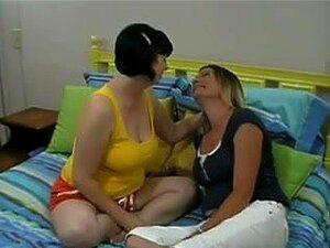 Um Casal De Lésbicas Maduras, Porn