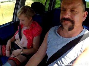 Mirek Leva Uma Puta Madura E Busty Em Público. Porn