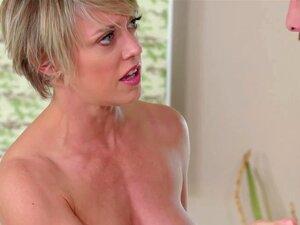 A Madrasta Experiente Dee Williams Bateu Durante A Massagem Nuru. Porn