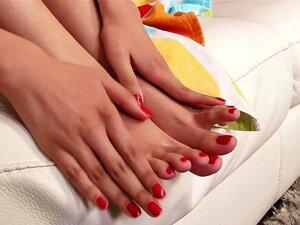Mae Olsen - Masturbação Movie, Mae Olsen Mostra Lingerie Roxa Antes De Espalhar Sua Buceta Pequena Largura Aberta E Masturbação. Porn