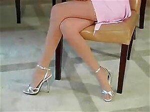 Se Masturbando Na Mesa Da Cozinha Porn