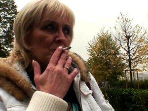 Uma Prostituta Loura De 80 Anos Anda Com A Sua Pila Excitada. Porn